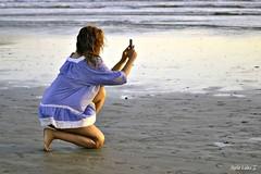 Show us the picture! (Maria Luiza S) Tags: mobile cellphone celular photo foto picture girl moça blue azul beach praia areia sand