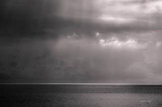 Puit de lumière sur la mer.