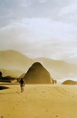 Sand & sTONES (Alê Santos) Tags: brazil sun sol praia beach rio stone brasil paraty sunrise walking de sand do janeiro areia walk parati thumbsup pedras nascer trindade caminhas challengeyouwinner duetos megashot pfogold