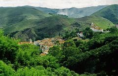 Ouro Preto (Alê Santos) Tags: city cidade brazil mountain verde green church brasil skyline forest minas gerais preto igreja vista floresta montanhas ouro vegetação whbrasil