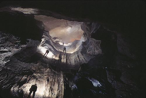 Cueva en la Isla Madre de Dios, Chile