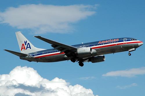 American 737-800 N927AN