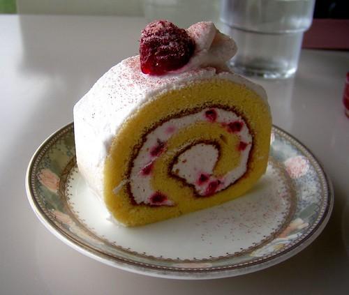 あのときのケーキは、ちょっぴりしょっぱかった気がする…。でも、一口ずつ、大切に口に運んで、大切に味わったの。