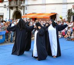 Sister Act (part 1) (Jumpin'Jack) Tags: feet festival dance funny dress bare performance like slovenia fancy layers onion shedding maribor lent meninwomensclothes jpingjk