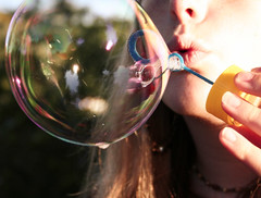 bubbles! (2) (lomokitty) Tags: family reflection girl canon 350d familie bubbles 2006 theresa freckles done schwester mädchen ulm littlesister reflektion blowingbubbles mysister seifenblasen sommersprossen august2006 kleineschwester