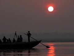 359_Varanasi_resize (olopez) Tags: sunset india silhouette backlight river contraluz boat nikon asia varanasi ganga inde ganges benares nikonstunninggallery fivestarsgallery olopez oscarlópez