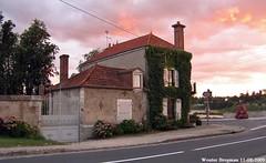 Beaugency (XBXG) Tags: maison huis house building sunset twilight ocaso coucher de soleil sonnenuntergang sinneûndergong tramonto zonsondergang beaugency loiret 45 centre france frankrijk