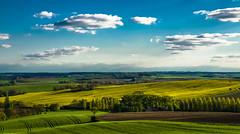 L'échancrure du Puy (Fabrice Le Coq) Tags: jaune vert bleu ciel nuages paysage extérieur paysages couleur fabricelecoq