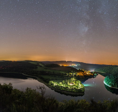 Lac de la Haute-Sûre at night