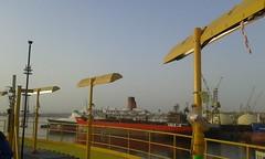 QE2 at Dubai Dry Docks 2015 (Louis De Sousa) Tags: port rashid dubai qe2 legend cunard dry dock nakheel dp world queenelizabeth2 portrashid dpworld