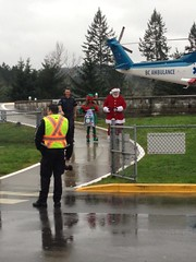Santa surprises children in hospitals with help  from Helijet and BC Emergency Health Services (Island Health Photos) Tags: santa christmas helijet islandhealth victoriageneralhospital vancouverislandhealthauthority nanaimoregionalgeneralhospital bcemergencyhealthservices