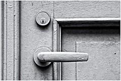 Cerrado!! (Closed!!) (Black and White Fine Art) Tags: canon20d canoneos28105usm cerradura doorhandle