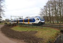 NS Flirt 2201 (botsschade) te Velp (erwin66101) Tags: ns flirt stadler rail aanrijding schade amsterdam werkplaats aswpl nijmegen station zutphen velp