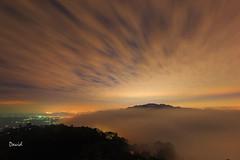 雲洞雲飛 (藍大衛) Tags: 琉璃 雲海 夜攝 雲洞山莊 三義 taiwan 夜 雲飛揚