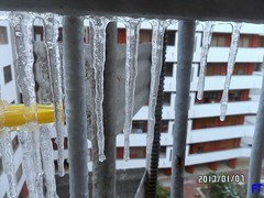 Il Ghiaccio fuori (triziofrancesco) Tags: ghiaccio ice triziofrancesco balcone stalagmiti stalagtiti freddo neve gelo acqua water meteo tempo