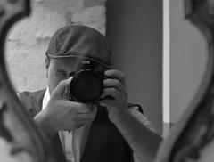 Autoportrait (CéCybo) Tags: auto portrait blackandwhite bw white black byn blancoynegro blanco monochrome self person nikon noir autoportrait noiretblanc d retrato negro porträt nb portret blanc ritratto personne gens 3100 monochroma negroyblanco portrét nyb incoloro monochromie πορτραίτο scharwz портре́т صورةفوتوغرافيهلشخص zhàopiānxiàng nikond3100