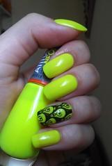 Neon! (lissa_is) Tags: neon nail nailpolish nailart carimbo esmalte yellownails stampingplate