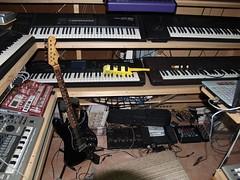 LP158665 (LoxPix2) Tags: boss music studio guitar fender synth roland korg yamaha emu gibson akai novation alesis kawai maudio behringer kurzweil teisco ensoniq tapco rogerlinn loxpix