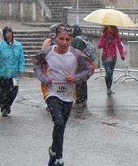 Baptiste (Cavabienmerci) Tags: boy sports boys sport race children schweiz switzerland kid  child suisse running run course runners fribourg pied freiburg runner corrida bulle laufen lufer lauf 2015 bulloise