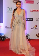 Aditi Rao Hydari in High Low Jade gown at Femina Miss India pageant (shaf_prince) Tags: gowns bollywoodactress feminamissindia celebritydresses aditiraohydari sleevelessdresses sequingowns bollywooddesignerdresses lifeokscreenawards actressingowns netteddresses actressinwhitedresses vshapedneckdesign