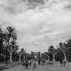 Barcelona (Alex Ripoche) Tags: voyage park street new city travel light sky people bw cloud sun white black color tree love contrast canon landscape grey one soleil spain women flickr paradise noir view superb lumire background femme memories souvenir ciel winner contraste moment nuage paysage soir rue et fr espagne arbre parc blanc vue ville paradis passant effet mywinners abigfave anawesomeshot simplysuperb flickrtravelaward flickrtravalaward lovelynewflickr