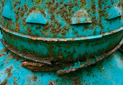 Colorful Rust (Sonia'sGallery) Tags: vintage rust heater oldie yarddecor ocalafl soniagallery soniaargenio soniacollectiblescom bysoniaargenio farmheater