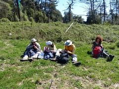 Pausa pranzo (Emanuele Lotti) Tags: campiglia trekking escursionismo hiking monti montagne montagna mountain escursioni italy italia gruppo pegaso liguria liguri cinque terre