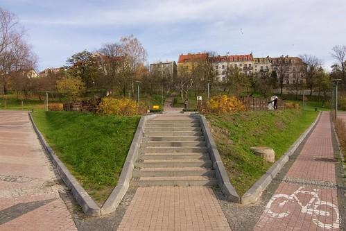Młoda Para na Placu Spotkań Rawelin w Sandomierzu