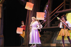 Rapunzel (Sheena Loza) in Mickey and the Magical Map at Disneyland (GMLSKIS) Tags: disney disneyland mickeyandthemagicalmap rapunzel princess california amusementpark anaheim