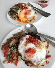 ใช้กระทะเหล็กแล้วทอดไข่ดาวสวยกรอบอร่อยขึ้นอีกระดับแต่ควันโขมงเบย >.<