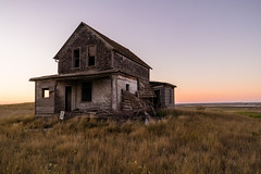 Old Farmhouse (Duncan Rawlinson - Duncan.co) Tags: canada farm sony saskatchewan transcanadahighway rundown oldfarmhouse rvtrip photobyduncanrawlinson httpduncanco duncanrawlinsonphotography sonya7rii a7rii sonyα7rii α7rii 1dmmd1wy1nnwcttpenkjdhaji2wt6qopth drivingacrosscanadaoctober2015inthervcanada takenwithsonya7rii takenwithsonyα7rii
