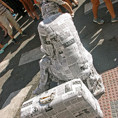 social_006 (u.bill) Tags: madrid city cidade people urban statue pessoas journal performance social personas urbano estatuaviva