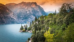 Gardasee - at the end of the day (Werner Thorenz) Tags: landschaft landscape italien gardasee lagodigarda see berge trient thorenz wernerthorenz