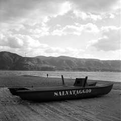 safe (n i n a y) Tags: rolleicord tmax400200 hc110 b 526 messina stretto di maredinverno