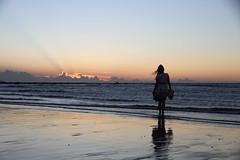 IMG_8861 (Ethene Lin) Tags: 沙崙 人像 外拍 沙灘 海 晚霞 霞光 剪影 背影 倒影 草帽 逆光