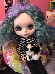 This girl has the shiniest hair. #gidget #blythecustom #skinnyscalp #unicornmine #egsworld #dollphotography