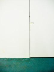 WhiteDoor.jpg (Klaus Ressmann) Tags: klaus ressmann omd em1 abstract color m50 prc shanghai summer design flcstrart green minimal streetart white klausressmann omdem1