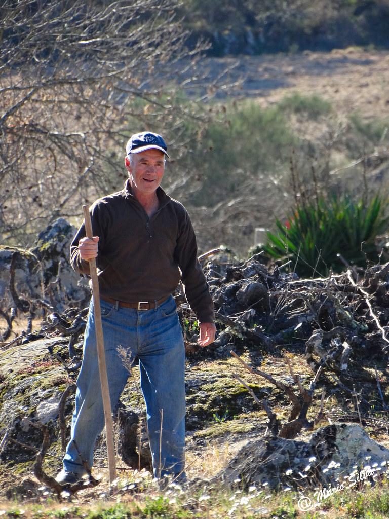 Águas Frias (Chaves) - ... uma pequena pausa no trabalho agrícola ...