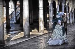 A romantic moment (Aránzazu Vel) Tags: romantic romantico venezia venice venicecarnival carnevalevenezia2017 carnivalcostume vintagecostume