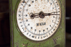 10 kilo (luz.marsen) Tags: old green scale analog hand antique alt rusty scales grün index corrosion rostig patina weighing corroded antik zeiger kilo korrosion waage kilos korrodiert wiegen
