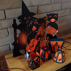 Orange & Black (bindlegrim) Tags: 1920s orange holiday black classic halloween colors vintage paper 1930s traditional decoration books 1940s 1950s printing lanterns witches gibson blackcats dennison beistle diecuts