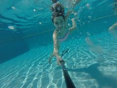 G0057960 (Mercedesdiaz) Tags: water girl sport swimming outside kid agua underwater bajo piscina nia swimmingpool nadar deporte pileta natacion swimm airelibre submarino bajoelagua