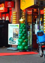 ballonpilaar-kerstboom-kerstmis-010deco-winkelcentrumdecoratie-bergschenhoek-ridderkerk (www.010deco.nl) Tags: helium winkel kerstmis kerstboom kerst ridderkerk ballonnen decoratie goedkoop bergschenhoek goedkope ballonpilaar winkelcentrumdecoratie 010deco