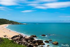 Balneário Camboriú (conluz) Tags: mar paraíso camboriú verão ondas pedras azul natureza barco