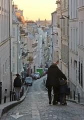 Grandpa & Son (Toni Kaarttinen) Tags: parís paris parizo pariisi párizs parigi パリ parijs paryż париж 巴黎 frança frankreich francio francia ranska france צרפת franciaország フランス frankrijk francja franţa франция frankrike 法國 iledefrance parisian granpa grandfather son sunset montmartre