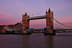 Quiet Evening at Tower Bridge (Serge Freeman) Tags: towerbridge london england greatbritain uk evening bridge thethames river sunset landmark citylife sightseeing famous architecture towers