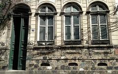 guardando histórias (luyunes) Tags: casa porta janela arquitetura rua motomaxx luciayunes