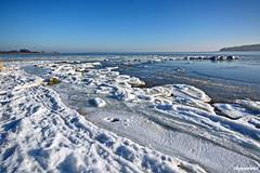 Winteridylle am Bodden (garzer06) Tags: freetz eisschollen weis deutschland blau naturephotography inselrügen landschaftsbild insel naturfoto rügen vorpommernrügen landschaftsfoto landscapephotography mecklenburgvorpommern eis frost schnee steine vorpommern wasser himmel