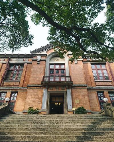 浙大. #hangzhou #building #oldbuilding #school #University #oldschool #city #life #citylife #杭州