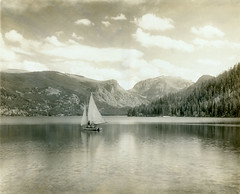 P1.CO2.011 (American Alpine Club Photo Library) Tags: lakes grandlake watercraft women humans